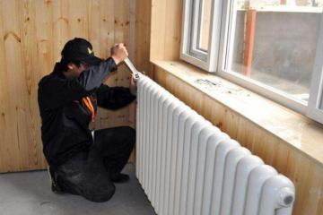 怎么降低暖气片漏水停暖后如何保养